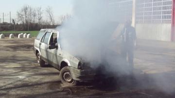 Layta: Тушение автомобиля с помощью огнетушителя «ПРОТЕКТ»